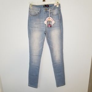 NWT Hide Your Muffin Top High Rise skinny jeans